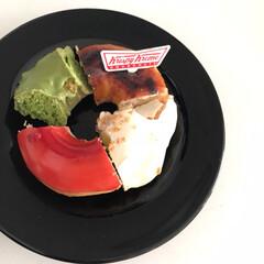 箱もレトロ可愛い/箱詰めのほがお得/パパと半分こ/ケーキより好きかも/クリスピークリームドーナツ派/おでかけ/... ドーナツ大人買いしちゃた(*´-`)  …(1枚目)