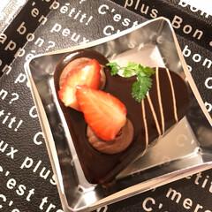 糖質チャージ/スイーツ/ボンボンがザッハトルテに ホワイトデーは ハートの形のチョコケーキ…