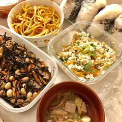 外食したい(´Д` )/昨夜の残りもの/昼のパスタ/朝のおにぎり/ネギワカメ汁/白和え/... 今日の晩ご飯は 『残飯整理』  作る必要…