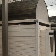 屋根/自作/自転車/トリマー/DIY/自転車置き場/... 宅配ボックスに加えて自転車置き場を自作し…(3枚目)