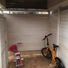 屋根/自作/自転車/トリマー/DIY/自転車置き場/... 宅配ボックスに加えて自転車置き場を自作し…(5枚目)