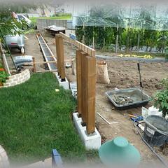 アレンジフェンス/スリットフェンス/天然木/木柱/デザイン柱/洋風柱/... 天然木フェンスの木柱をスリットフェンスに…