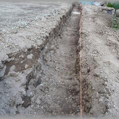 基礎/溝/フェンス/ブロック/コンクリート/砕石 全長約10m 幅30cm 深さ40cm …