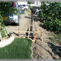 基礎/土砂崩れ/低い/高い/土留め 画像の様に畑側が低いので車を入れるたびに…