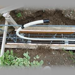 diy201604/基礎鉄筋/スペースブロック/基礎土台/コンクリート/型枠/... ウォールランプ中継用配管を基礎に埋め込み…(1枚目)