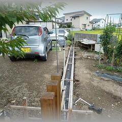 diy201604/鉄筋/PF管/ランプ/ブロック/コンクリート/... 画像右の畑を駐車場にするので、手前側と奥…