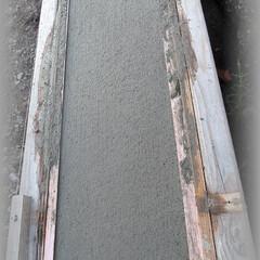 diy201604/基礎天端仕上げ/刷毛引き/モルタル/基礎コン/塗り壁 天端の仕上げですが金鏝で一旦仕上げ 水が…