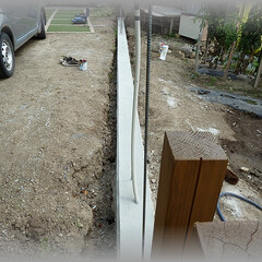 diy201604/基礎/土留め/フェンス/土台/塗り壁 基礎完成別角度から~ お庭の土留めも兼ね…