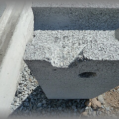 diy201604/ブロック/カット/グラインダー/配管/溝/... 2ケ所の穴と溝加工。 配管に負担が掛から…(1枚目)