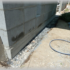 レンガ敷/下地/路盤/突き固め/砕石/基礎/... 雨天時水はねによる壁面の汚れ防止に塀手前…