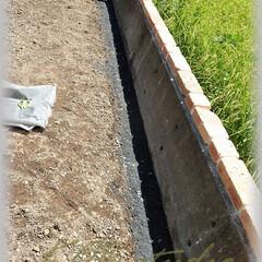 路盤材/砕石/基礎下地 大きめの栗石と砕石を固めた上に0~25m…