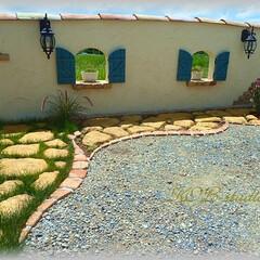モルタル造形/DIY/コンクリート擬石/レンガ/花壇/洋芝 塗り壁フェンスの前にレンガとモルタル造形…(1枚目)