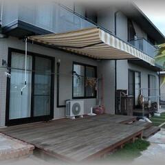 カフェ/オーニング/テント/日よけ/雨除け/オープンテラス/... ウッドデッキの上に2階ベランダから巻取り…