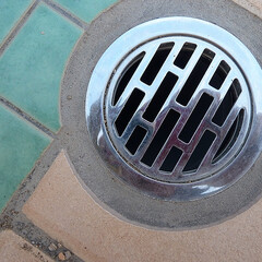排水口/タイルカット/円形/タイル合わせ/ダイヤモンド刃 排水口の丸に合わせてタイルを円形にカット…
