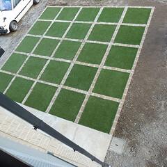 人工芝/レンガ枠 人工芝4&5区画目で~~~  完成です …