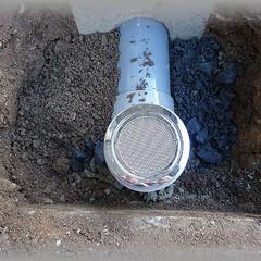 雨水/排水/桝/目皿 この目皿から入った雨水は排水升に入り、地…