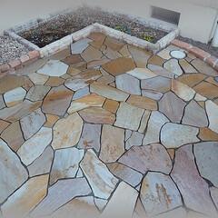 排水/勾配/乱形石/アルビノイエロー 花壇と排水目皿との位置関係