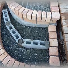 鉄筋基礎/基礎造り サイド鉄筋を入れた基礎を張り、ブロックを…