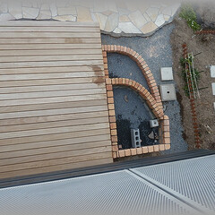 テラス基礎/レンガ積/土台 2階ベランダより  雨水桝の所の砕石を敷…