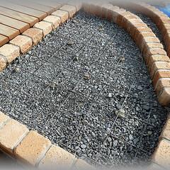 ワイヤーメッシュ/基礎/コンクリート 砕石面より少し浮かせてワイヤーメッシュを…
