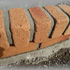 レンガ目地/珪砂/目地セメント すべてのレンガに目地を入れていきます。 …
