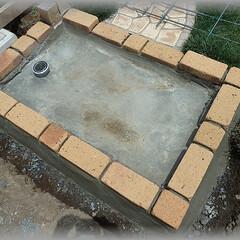 洗い場/流し/タイル張り/レンガ/アンティーク ワイヤーメッシュを敷きベースとなる基礎コ…