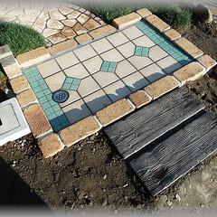 枕木/アプローチ/洗い場/DIY 低めのレンガ枠にしたんですが、畑の方から…