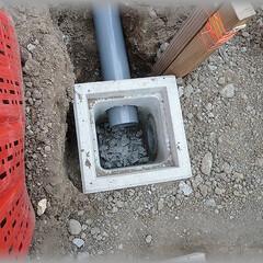 高低差/配管埋設/洗い場排水/排水工事 二番目の桝の中です。 画像右側が洗い場側…