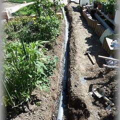 勾配/高低差/配管/経路/塩ビパイプ/穴掘り 一番目の桝から二番目の桝まで配管完成です…