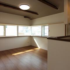 採光/眺望/LDK/対面キッチン/断熱雨戸 コーナー窓が気持ち良いLDK。賃貸住宅で…