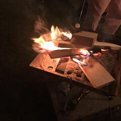 マシュマロ/アウトドア/こどものいる暮らし/焚き火/秋の一枚フォトコンテスト/秋/... 焚き火でマシュマロ。 我が家の子供たちは…