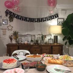 誕生日飾り付け/誕生日祝い/インテリア/グルメ/フード/おうちごはん/... 娘の誕生日の飾り付け。 全て飾り付けはダ…