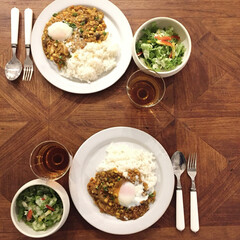 カフェ飯/温玉/料理/食器/お皿/器/... 夏バテ気味には野菜たっぷりのドライカレー…(1枚目)