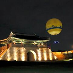 古城/韓国好き/水原華城/令和の一枚/フォロー大歓迎/LIMIAおでかけ部/... 気球に乗ってライトアップされた古城を空か…(1枚目)