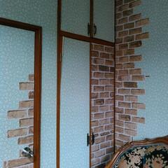壁紙補修/リメイクシート/リフォーム/DIY/100均/セリア/... 古い剥がれた壁紙は張り直さずにリメイクシ…