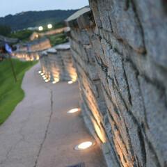 韓国好き/水原華城/令和の一枚/フォロー大歓迎/LIMIAおでかけ部/おでかけ/... ライトアップされた古城は夜も良いけど夕暮…(1枚目)