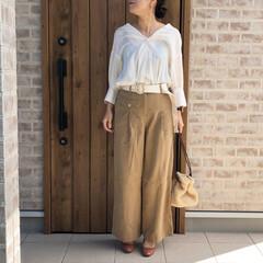 抜き襟/ママコーデ/ファッション qualite さんのホワイトシャツは、…(1枚目)