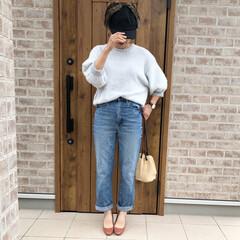ママコーデ/ハイウエストストレートジーンズ/ファッション kettycherie   さんのフェザ…