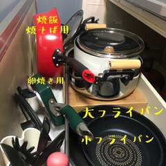 フライパン/フライパン収納/収納/キッチン収納/暮らし 我が家のフライパン収納🍳  コンロの下の…