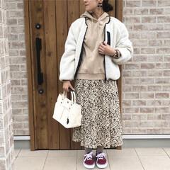 花柄スカート/パーカー/ボアジャケット/ファッション 花柄スカートも、ブラウン×オフホワイトで…