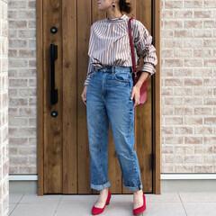 ハイウエストストレートジーンズ/ママコーデ/ファッション ベージュストライプのブラウスに、GUさん…