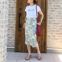 サンダル/タイトスカート/ロゴTシャツ/ボタニカル/ファッション SENCE OF PLACE さんのボタ…