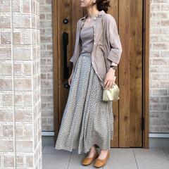 ベージュコーデ/ワントーンコーデ/ママコーデ/ファッション/UNIQLO ベージュのシアーシャツを使ってワントーン…