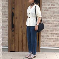 スカーフ/ママコーデ/フロントボタン/ファッション/令和元年フォト投稿キャンペーン フロントボタンがかわいいペプラムトップス…(1枚目)