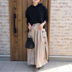 プリーツスカート/パーカー/ママコーデ/ファッション ベージュ×ブラック♡ トレンチプリーツス…