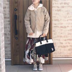 スカーフ柄/ママコーデ/ファッション パーカー×コーデュロイジャケットのレイヤ…
