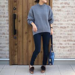 ママコーデ/ニット/ファッション ボリュームニット×スキニーデニムパンツの…