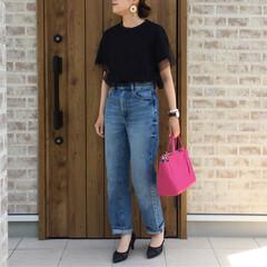 ママコーデ/プチプラ/GU/ハイウエストストレートデニム/チュールTシャツ/ファッション シンプルに、ブラックのチュールTシャツと…
