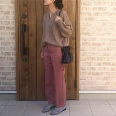 スラックス/ママコーデ/秋コーデ/ファッション くすみピンクのカラーも形も理想的なスラッ…
