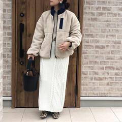ケーブルニットスカート/ボアジャケット/ファッション ケーブルニットスカート×ボアジャケットの…